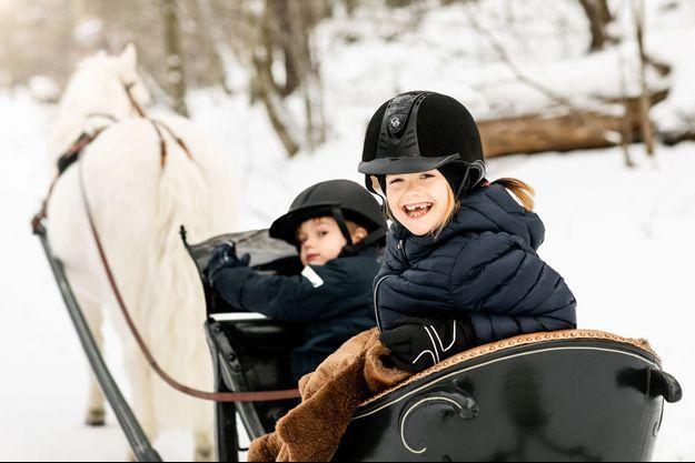La princesse Estelle de Suède, avec son frère le prince Oscar, à Stockholm. Photo diffusée pour ses 7 ans, le 23 février 2019
