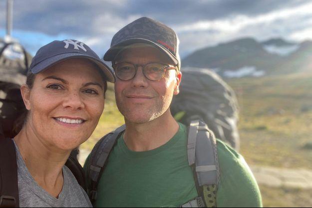 La princesse héritière Victoria de Suède et son mari le prince Daniel en randonnée dans le Triangle du Jämtland, en septembre 2020