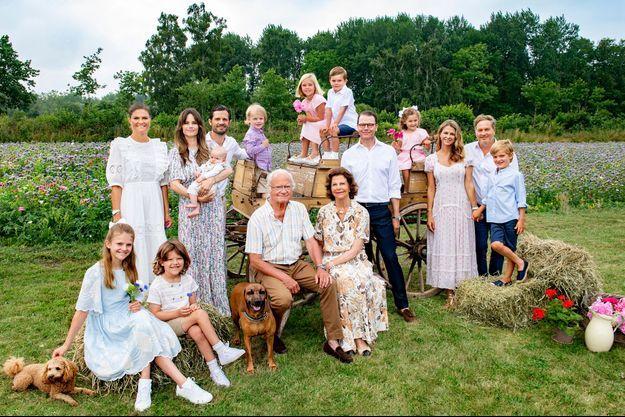 Portrait de la famille royale de Suède au château de Solliden sur l'île d'Öland, en juillet 2021