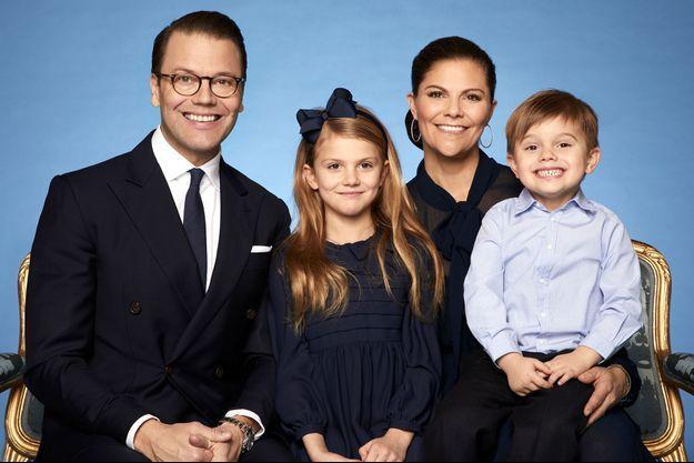 La princesse héritière Victoria de Suède, le prince consort Daniel et leurs enfants, la princesse Estelle et le prince Oscar. Photo diffusée le 8 février 2020