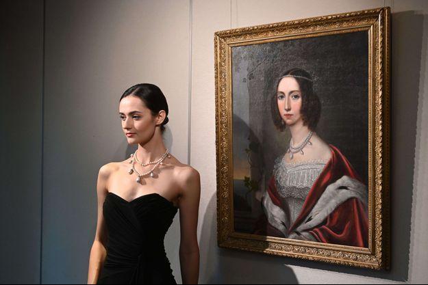Le collier de Leuchtenberg de la reine Joséphine de Suède et de Norvège, sera vendu avec un tableau la figurant le portant, le 12 octobre 2021 à Hong Kong