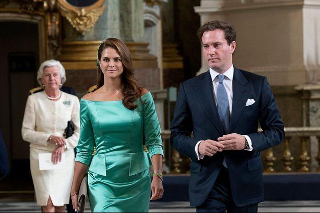Madeleine et Chris lors de la cérémonie de lecture des bans, dans la chapelle royale.