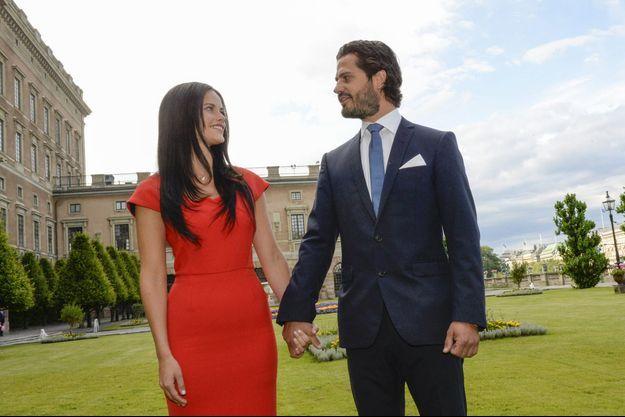 Le prince Carl Philip de Suède et Sofia Hellqvist, à l'annonce de leurs fiançailles, en juin 2014.