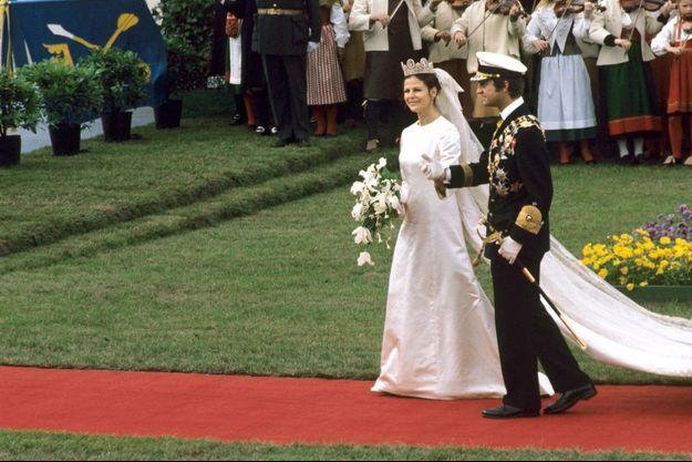 La reine Silvia et le roi Carl XVI Gustaf de Suède, le 19 juin 1976, jour de leur mariage