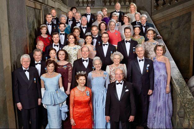 Le roi Carl XVI Gustaf de Suède et ses invités pour le dîner de gala de ses 70 ans à Stockholm, le 30 avril 2016