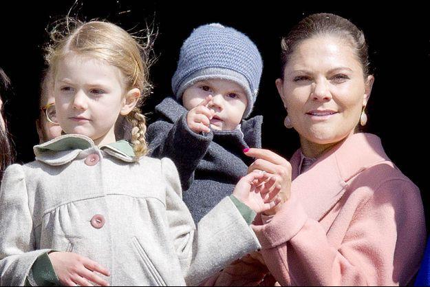 La princesse Victoria de Suède et ses enfants la princesse Estelle et le prince Oscar à Stockholm, le 30 avril 2017