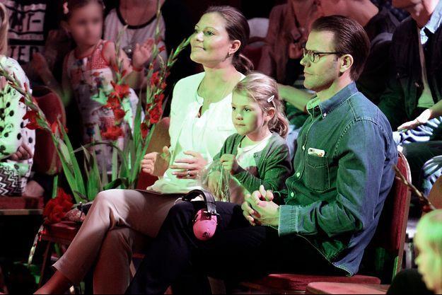Les princesses Victoria et Estelle de Suède avec le prince consort Daniel au cirque à Stockholm, le 10 septembre 2016