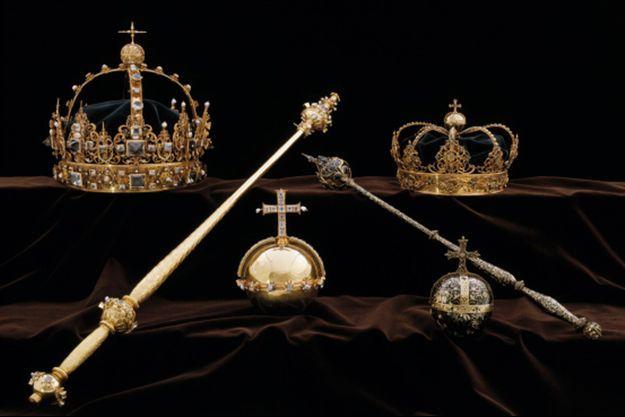 Les couronnes et l'orbe (au centre) du roi Karl IX de Suède et de la reine Kristina dérobées dans la cathédrale de Strängnäs en juillet 2018