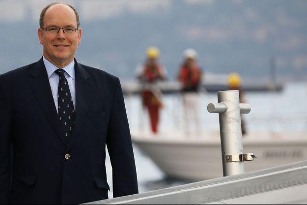 Albert de Monaco lors de l'inauguration du premier caisson d'urbanisation en mer.