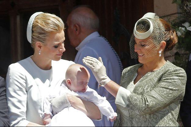 Diane de Polignac, la marraine du prince Jacques de Monaco, avec Charlène de Monaco après le baptême.