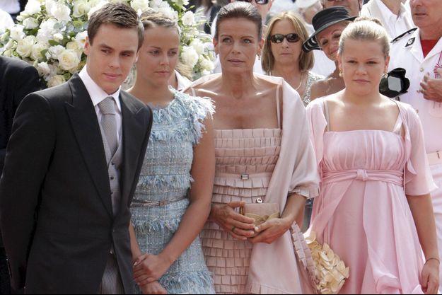 La princesse et ses enfants, Louis, Pauline et Camille au mariage religieux du prince Albert le 2 juillet 2011.