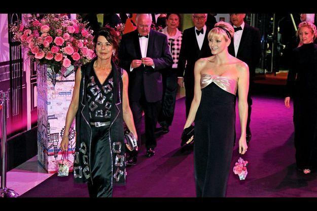 24 mars 2012, l'arrivée de la famille princière dans la salle des Etoiles du Sporting Club. Les bénéfices du Bal de la rose sont reversés à la Fondation Princesse-Grace.