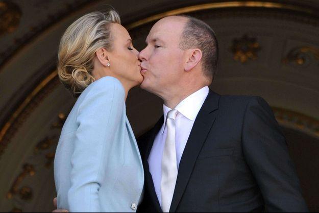 Le prince Albert II de Monaco et la princesse Charlène Wittstock, le 1er juillet 2011, après leur mariage civil