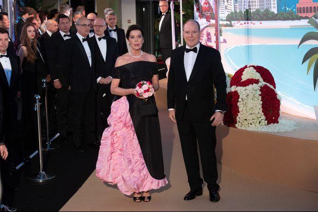 La princesse Caroline de Hanovre et le prince Albert II de Monaco, lors du 65e Bal de la Rose à Monaco, le 30 mars 2019