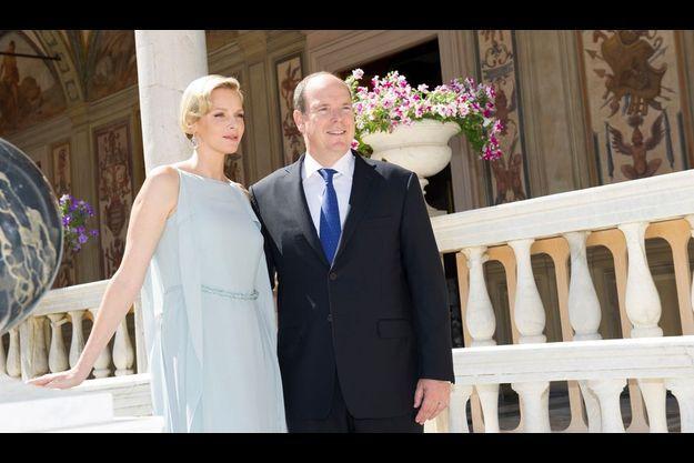 15 juin dans la galerie d'Hercule, qui domine la cour d'honneur du Palais. Mariés le 1er juillet 2011, la princesse Charlène et le prince Albert II ont fêté leurs noces de coton.