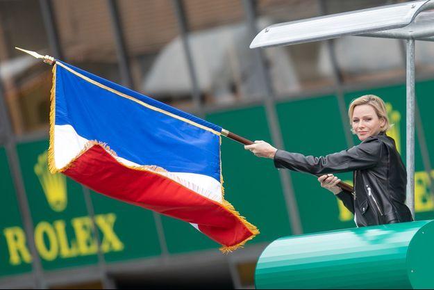 La princesse Charlène de Monaco donne le départ des 24 Heures du Mans, le 15 juin 2019