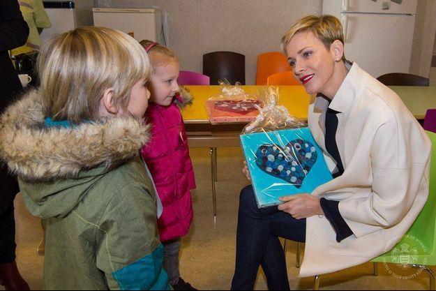 Charlène de Monaco visite des écoles
