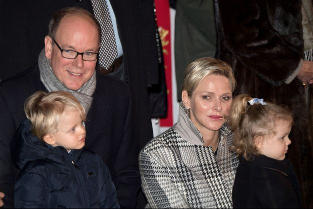 La princesse Charlène et le prince Albert II de Monaco avec leurs jumeaux, le prince Jacques et la princesse Gabriella, à Monaco le 26 janvier 2018