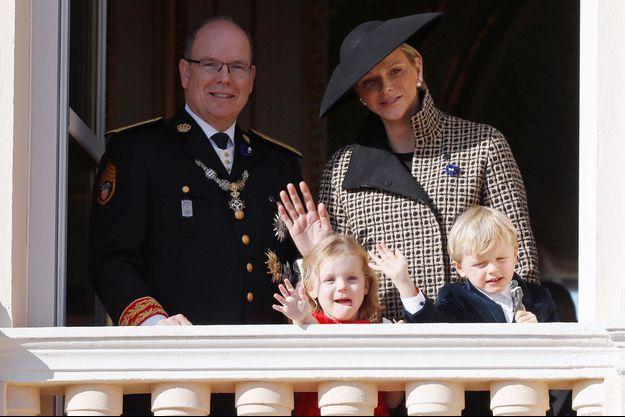 Albert II de Monaco, son épouse Charlène et leurs jumeaux Jacques et Gabriella en novembre 2018