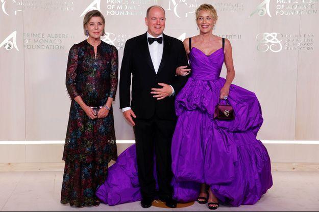 Le prince Albert II de Monaco et la princesse Caroline de Hanovre avec Sharon Stone à Monaco, le 23 septembre 2021
