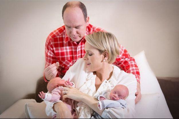 Portrait de famille au centre hospitalier Princesse Grace, à Monaco, le 22 décembre.