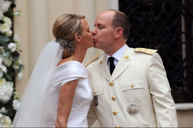 La princesse Charlène et Albert de Monaco, le baiser des mariés, le 2 juillet 2011.