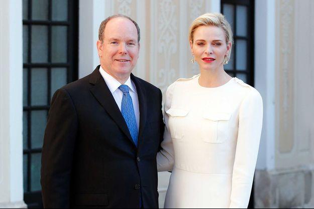 Le prince Albert II de Monaco et son épouse la princesse Charlène au Palais de Monaco, le 17 juin 2015