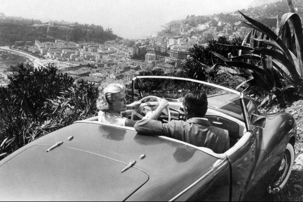 Grace Kelly sur la Départementale 37, surplombant la principauté de Monaco, dans «La main au collet» avec Cary Grant en 1954.