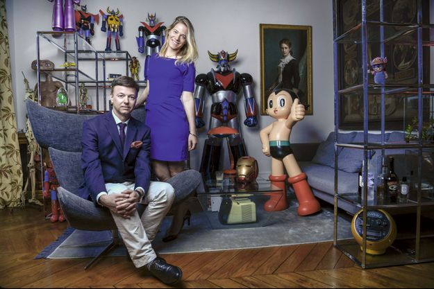 Distinction et fantaisie, la vraie marque du sang bleu. Ici avec sa femme, Diane, dans leur appartement du VIIe arrondissement parisien.