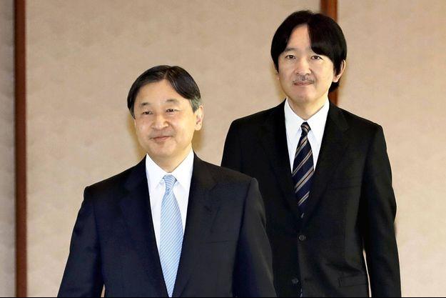 L'empereur Naruhito du Japon suivi de son frère cadet le prince héritier Fumihito d'Akishino, le 9 janvier 2020