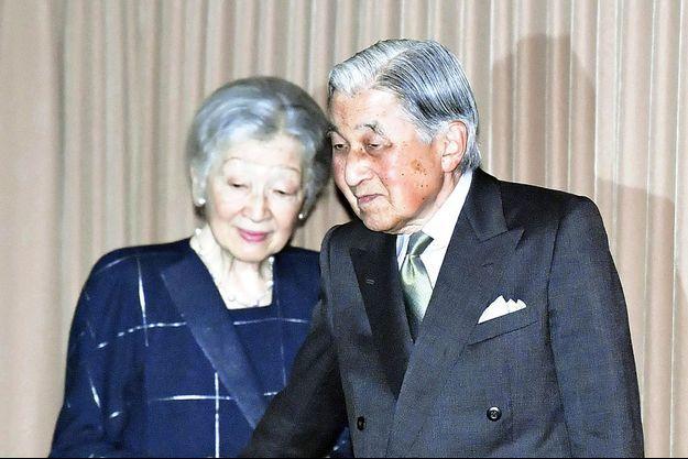 L'ex-impératrice Michiko du Japon et son mari l'ex-empereur Akihito à Tokyo, le 7 octobre 2019