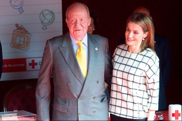 L'ancien roi Juan Carlos avec sa belle-fille la reine Letizia à Madrid, le 8 octobre 2014