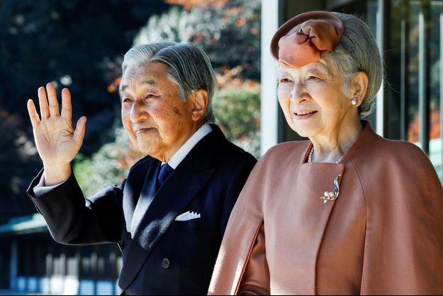 L'empereur Akihito du Japon avec l'impératrice Michiko, le 27 novembre 2017