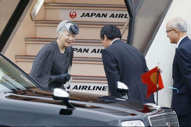L'impératrice Michiko du Japon à l'aéroport de Tokyo en partance pour Bruxelles, le 11 décembre