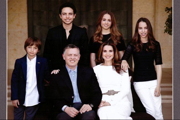 La reine Rania de Jordanie pose en famille sur sa carte de voeux