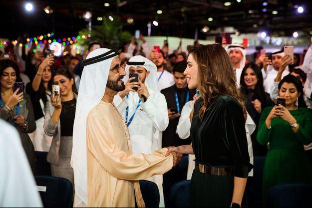 La reine Rania de Jordanie avec l'émir Mohammed ben Rachid Al Maktoum à Dubaï, le 10 décembre 2018