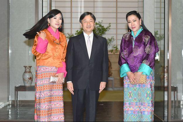 La princesse Ashi Chimi Yangzom Wangchuck du Bhoutan avec sa mère et le prince Naruhito du Japon à Tokyo, le 19 mai 2016