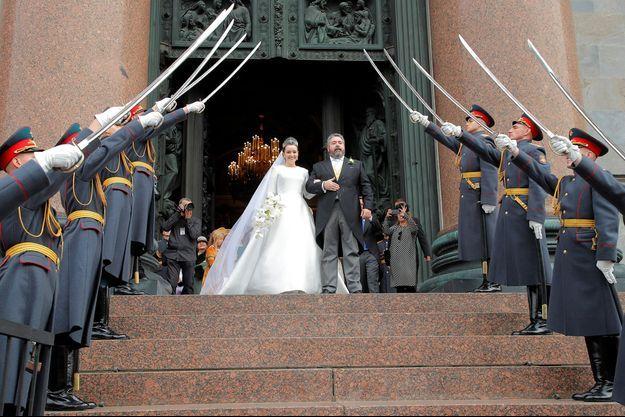 Pour les autorités, les gardes de l'armée russe n'auraient pas dû participer au mariage des Romanov vendredi dernier.