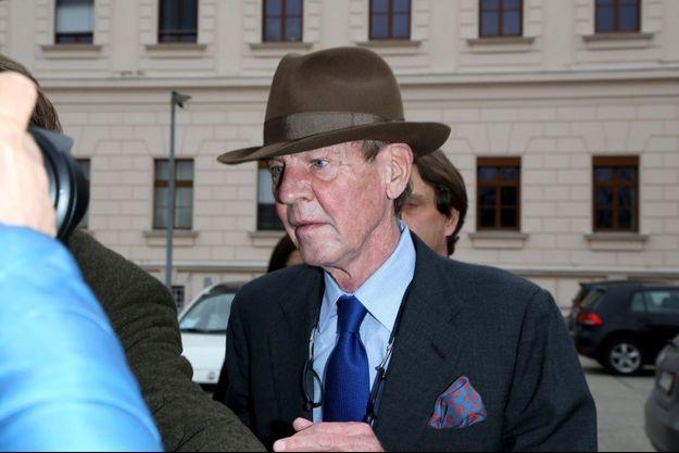 Lle prince Ernst August de Hanovre quitte le tribunal régional de Wels, le 23 mars 2021