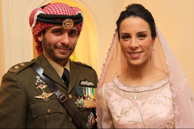 Le prince Hamzah de Jordanie et Basma Bani Ahmad Al-Atoum, le jour de leur mariage à Amman, le 12 janvier 2012