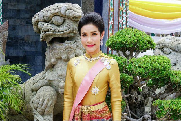 Sineenat Bilaskalayani, la concubine officielle du roi de Thaïlande Maha Vajiralongkorn (Rama X), sur l'une des photos diffusées le 26 août 2019