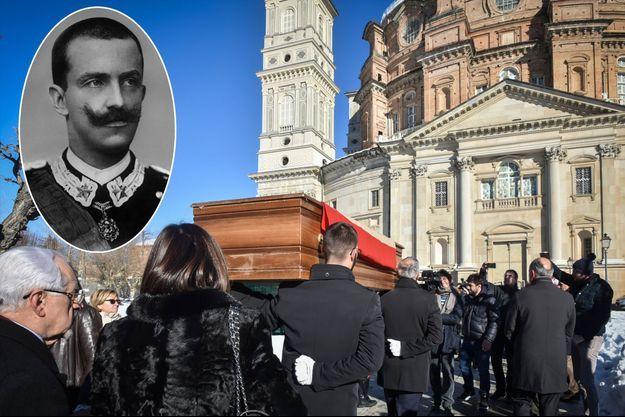 La dépouille du roi Victor Emmanuel III d'Italie transférée à Vicoforte le 17 décembre 2017. En médaillon, le roi au début du XXe siècle