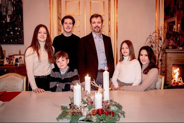 Le prince héritier Frederik de Danemark, la princesse Mary et leurs enfants. Photo diffusée le 20 décembre 2020
