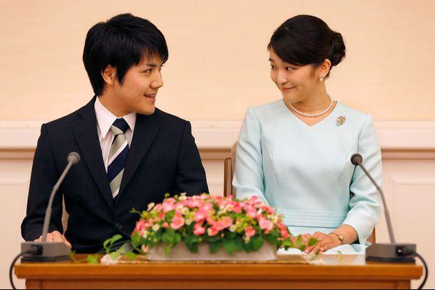 La princesse Mako du Japon et Kei Komura, dimanche à Tokyo.