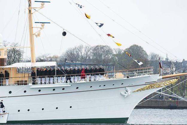 La reine Margrethe II à bord de son navire le Dannebrog.