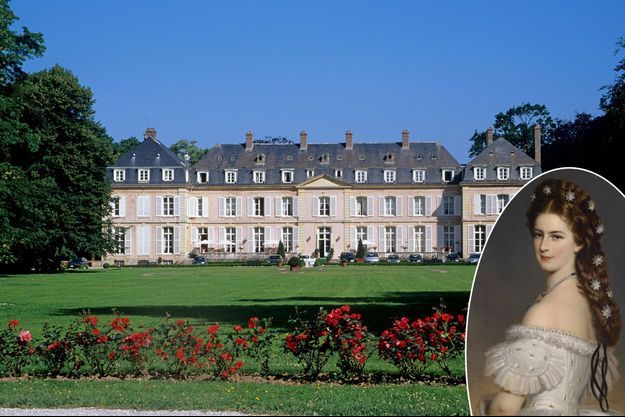 Le château de Sassetot-le-Mauconduit en Haute-Normandie en 2017. En vignette, l'impératrice Elisabeth d'Autriche par Winterhalter, vers 1860 (collection privée)