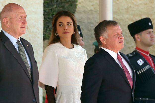 La reine Rania et le roi Abdallah II de Jordanie avec le gouverneur général d'Australie Peter Cosgrove à Amman, le 18 octobre 2017