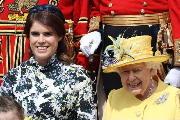 La princesse Eugenie d'York et sa grand-mère la reine Elizabeth II à Windsor, le 18 avril 2019