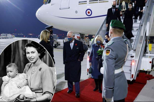 Le prince Charles avec sa femme la duchesse de Cornouailles Camilla à leur arrivée à l'aéroport de Berlin-Brandenbourg à Schöenefeld, le 14 novembre 2020. En vignette, avec sa mère la princesse Elizabeth, en 1949