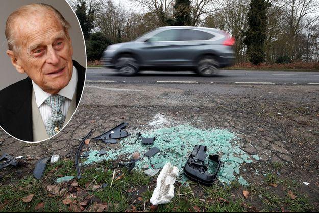 Des débris de la voiture du prince Philip (à gauche, le 12 octobre 2018) étaient restés sur le sol après son accident du 17 janvier 2019